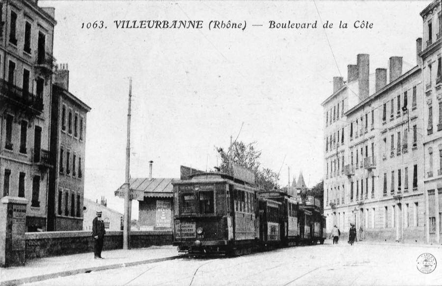 1063. Villeurbanne (Rhône) - Boulevard de la Côte. Carte postale d'après photographie. Archives municipales de Villeurbanne / Le Rize, 2 Fi 30.