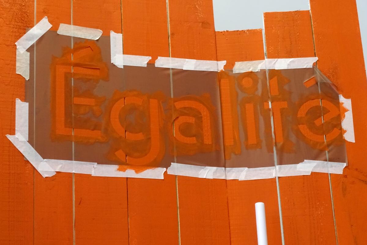 Egalité : photographie du montage de l'exposition