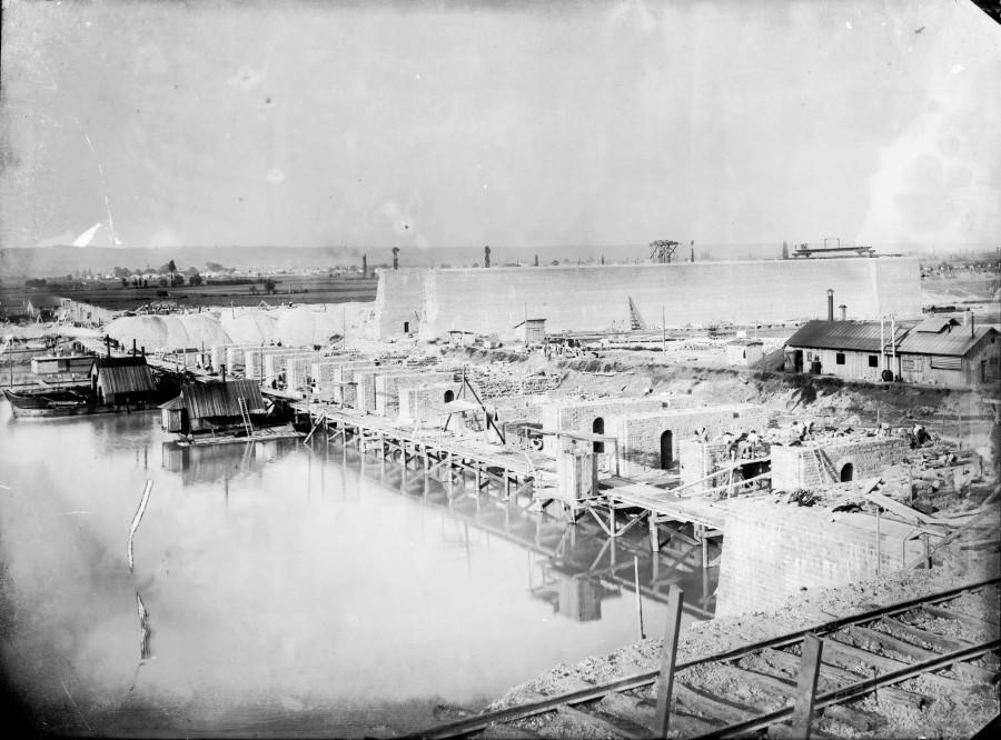 Construction de l'usine. Reproduction d'après plaque de verre, non datée, Archives départementales du Rhône, 156 J 397 / 120.
