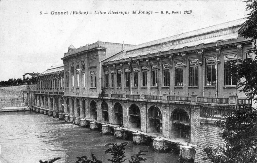 360. Lyon - Jonage - L'usine électrique sur le canal S.F.Carte postale d'après photographie. Archives municipales de Villeurbanne / Le Rize, 2 Fi 405.