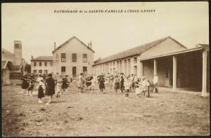 Les enfants du patronage de la paroisse de la Sainte-Famille (2Fi126 AMV)