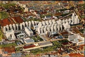 Quartier des Gratte-Ciel : carte postale colorisée, années 1950 (éd. Cellard)