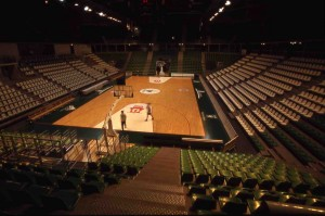 La salle, vide de public, en 2004, photo G. Michallet
