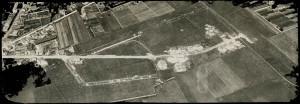 Vue aérienne du site des Brosses avec les premières constructions (4Fi48)