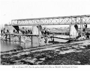 construction du siphon de la Rize près du pont de Cusset (carte postale)