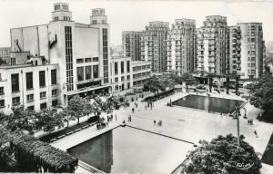 Place Lazare Goujon, Théâtre et bassins dans les années 1960 (carte postale Cim, 2Fi577)