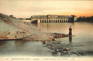 L'usine-barrage en 1903, carte postale (2Fi210)