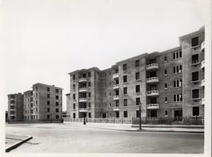 façades sur la rue du 4-août-1789 à la fin des années 1930 (photo E. Poix, cotée 4Fi 507)