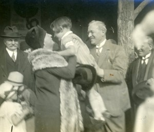 Inauguration du jardin en 1929 : le maire Lazare Goujon et Pauline Lafont (ph. Popineau, 19Fi233)