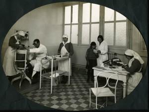 Dispensaire d'hygiène sociale, en consultation, en 1932 (ph. Sylvestre, cote AMV 4Fi076)
