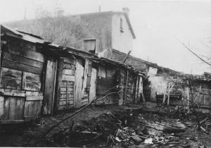 Vue partielle du bidonville du 175, rue du 4-août-1789 (Archives du Foyer Notre-Dame des Sans-Abri)