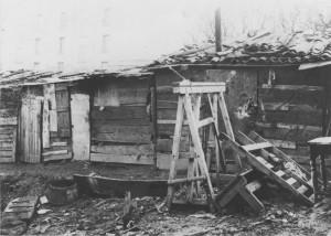 Bidonville 175 rue du 4-août-1789 en 1940 (archives du Foyer Notre-Dame des Sans-Abri)