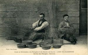 école de rééducation des Aveugles et Sourds de guerre : la vannerie à la section des aveugles (1916) 2Fi606