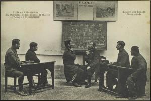 Ecole de rééducation des Aveugles et des Sourds de Guerre Lyon-Villeurbanne : cours d'orthophonie pour des sourds de guerre avec 5 blessés et leur rééducateur, 2Fi181