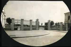 Entrée du nouveau cimetière en 1932 (cote 4Fi155)
