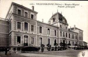 Façade de l'hôpital-hospice (carte postale cotée 2Fi134)