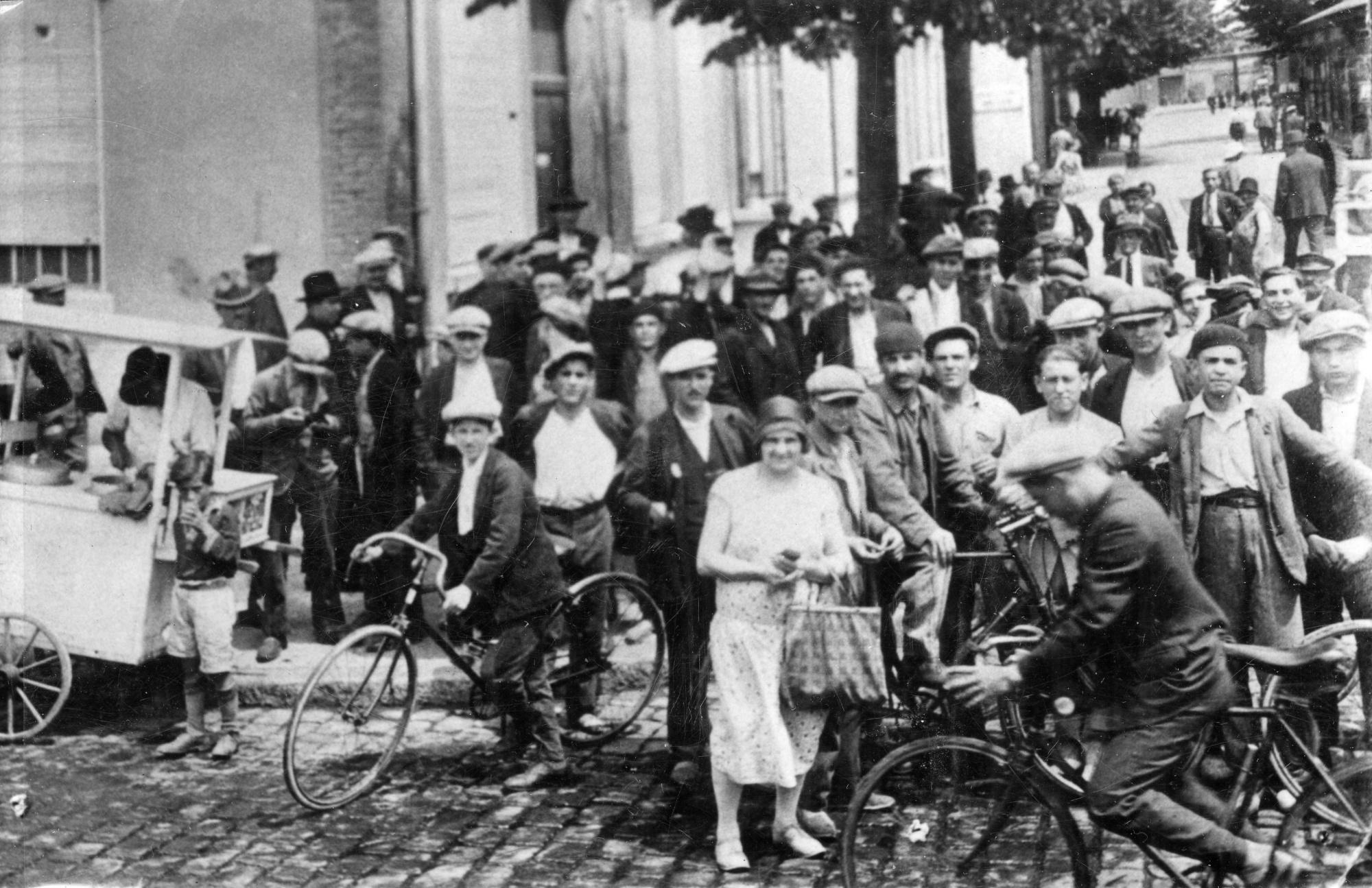 Sortie des usines Gillet en 1928