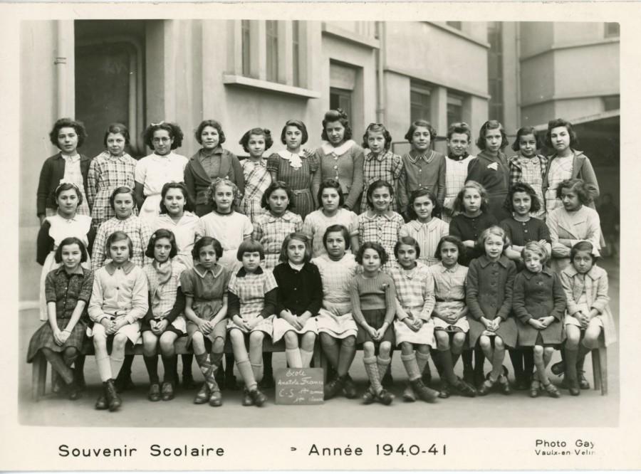 Classe de cours moyen de 1940-1941 de l'école Anatole-France, dans laquelle Marianne Rubin a dû être scolarisée. Fi 114. AMV